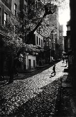 Istanbul - Tarlabaşı (1965) Taken by Ara Güler (alltann) Tags: bw art artphotos sanat artphotography bwphotos siyahbeyaz photoofart photosofart eskiistanbul eskizamanlar eskifotoğraflar eskigalata eskibeyoğlu siyahbeyazfotoğraflar sanatfotoğrafları sanatfotoğrafı
