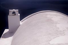 Santorini - Oia - vue sur la caldera 10 (luco*) Tags: roof chimney santorini greece caldera toit santorin grèce oia cyclades cheminée kyklades hellada