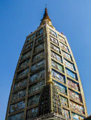 "Yangon: la pagode Swhedagon <a style=""margin-left:10px; font-size:0.8em;"" href=""http://www.flickr.com/photos/127723101@N04/23403454382/"" target=""_blank"">@flickr</a>"