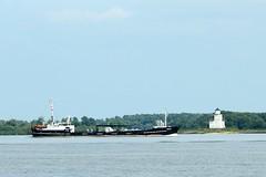 Tanker DAGMAR op de Elbe bij Julesand (Ervanofoto) Tags: germany deutschland nikon ship vessel coolpix allemagne schiff elbe tanker duitsland schip niedersachsen lowersaxony scheepvaart schifffahrt bassesaxe nedersaksen ervanofoto coolpixp7700