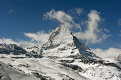 Happy Christmas ; Welcome to The Matterhorn , Cervin, Cervino. No. 4187. (Izakigur) Tags: winter white snow alps ice topf25 schweiz switzerland europa europe swiss icon topf300 neige zermatt alpen noël svizzera happyholidays natale alpi wallis valais auguri paix cervin musictomyeyes feliznavidad buonnatale cervino myswitzerland joyeuxnoël merrychristmass merrychristmasandahappynewyear kantonwallis alperne nikond700 cantonduvalais happynewyear2016