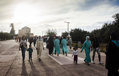 walk (Caste.) Tags: marrakech marocco menara people family walk sun color kasre caste