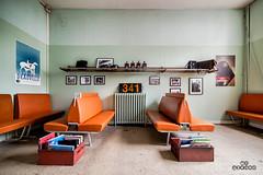 Waitting room 341 (brenac photography) Tags: paris ledefrance france fr grand train sncf attente samyang d810 brenac brenacphotography oldies 50 fifties awaiting waitting reading wideangle