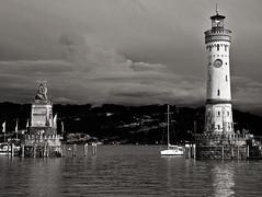 Hafeneinfahrt Lindau/Bodensee (diarnst) Tags: bodensee lakecontance wasser water hafen port leuchtturm blackwhite sw gx7 germany