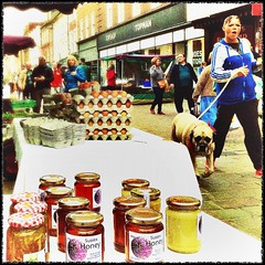 Sussex honey (Caroline Oades) Tags: shopping street highstreet sussexhoney topshop topman wanted buylocal localfood localproduce local market forsale eggs jars honey dog england westsussex chichester farmersmarket