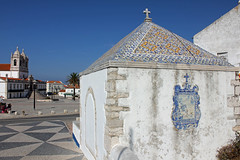 Sitio (hans pohl) Tags: portugal nazar churchs eglises architecture sunny ensoleill cities villes azujelos toits roofs