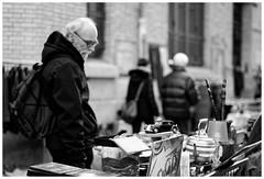 Citron Traction.... (madras91) Tags: nb blackandwhite monochrome brocante leica summilux summilux50mmf14asph 50mm 50la street streetphotography