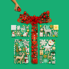 Gift Box (J Trav) Tags: 99centonlystores dothe99 giftbox thingsorganizedneatly red green holiday 500x500 square christmas bow