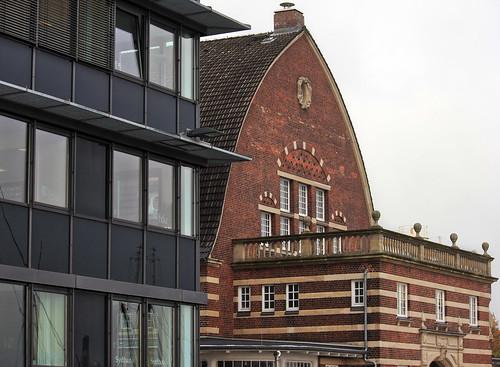"""Neu und Alt - Sellspeicher und Fischhalle • <a style=""""font-size:0.8em;"""" href=""""http://www.flickr.com/photos/69570948@N04/30718177655/"""" target=""""_blank"""">View on Flickr</a>"""