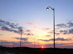 Light spheres game (Chris Coeur) Tags: coucherdesoleil sunset puestadelsol ciel sky cielo nuages clouds nube lampadaires lampposts farolas soleil sun sol