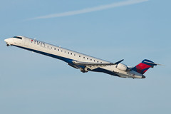 Delta Connection (SkyWest Airlines) Bombardier CRJ-900LR N689CA (jbp274) Tags: lax klax airport airplanes skywest oo bombardier crj deltaconnection