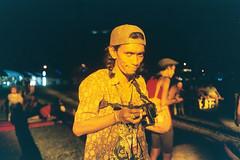 AA008 (Lee Sydney) Tags: olympusmjuii fujicolorc200 bilikbeku 35mmfilm filmisnotdeadinmalaysia filmisnotdeadinpenang penang malaysia georgetown seeninpenang scenesinpenang sliz slizzy yellow lighting padang esplanade field gurney drive old portrait funny faces