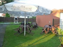 braune Gartenstühle (QQ Vespa) Tags: garten biergarten königpilsener baddriburg
