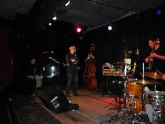 Genovesi (dinaalb) Tags: de arte guitarra piano jazz vida dina bateria música artes bandejas bitácora contrabajo músicos trompeta visuales vinilos