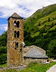 El romanic de Merens / Romanesque at Merens (SBA73) Tags: france church ruins roman iglesia kirche frança belltower chiesa burnt ruinas oc romanesque francia destroyed ariege eglise pyrenees romanic campanario romanico absis pirineos pirineus ruines occitane campanar apse mérens napoleonicwars romanica església occitania llombard apses guerradelfrancès merenslesvals merenç