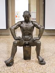 """""""Pugile"""", boxeur (1939), Napoleone Martinuzzi - Ca' Pesaro, Venise (Yvette Gauthier) Tags: sculpture muse venise venezia italie boxeur pugile capesaro napoleonemartinuzzi"""