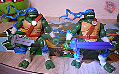 "Nickelodeon ""HISTORY OF TEENAGE MUTANT NINJA TURTLES"" FEATURING LEONARDO -  'NINJA TURTLES: THE NEXT MUTATION' LEONARDO iii / ..with Original N.M. LEO '97 (( 2015 )) (tOkKa) Tags: 2005 toys comic 1988 2006 1993 1992 leonardo figures toysrus 2012 2007 teenagemutantninjaturtles tmnt nickelodeon 2014 2015 displaystand playmatestoys ninjaturtlesthenextmutation toysrusexclusive tmntfastforward toontmnt tmntmovie4 turtlemilkstudios eastmanandlairdsteenagemutantninjaturtles moviestartmnt varnerstudios toonleo paramountteenagemutantninjaturtles 4kidstmnt paramountsteenagemutantninjaturtles tmnt2003 historyofteenagemutantninjaturtlesfeaturingleonardo davearshawsky tmnt2014movie"