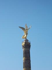 Siegessule (schremser) Tags: deutschlan berlin siegessule goldelse himmel blau sule engel statue