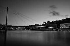 Lyon-ESC_0054 (ArnoC.photo) Tags: long time exposure black white bw architecture wide angle light travel fineart nightshoot abstrait diagonale motif gomtrique noir et blanc monochrome urban france lyon rhonealpes beautiful image magnificent photo photographie photography pics picture place urbaine nikon d7100 sigma special moodambiance profondeur de champ nuit flou ville city night pose longue heure bleue water eau fleuve extrieur pont