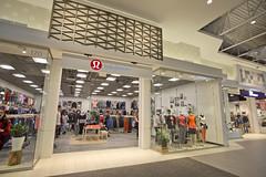 Lululemon Athletica  | Tsawwassen Mills Outlet Shopping Mall (GoToVan) Tags: tsawwassen mills outlet shopping mall lululemon athletica yoga cloth