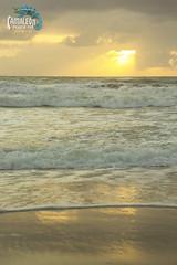 Amanhecer (Michelle Rolim Moreira) Tags: vermelho amanhecer praia paraso praiadoamor amor pipa praiadapipa