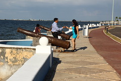 (finestra29) Tags: sonne meer blau weiss malecón promenade campeche mexico kanonenrohre sommer