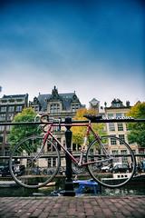 Flying Dutchman // Beulingsluis Singel Amsterdam (Merlijn Hoek) Tags: merlijnhoek merlijn hoek fotograaf fotografie photographer photography man autodidact amsterdammer nikon nikkor camera kamera full fullframe d810 nikond810 fullframedigitalslr digitalslr slr 35mmformat 3624mm 35mm 36megapixel digitalsinglelensreflex dof depth depthoffield scherptediepte straat street straatfotografie streetphotography bike fiets fietsen