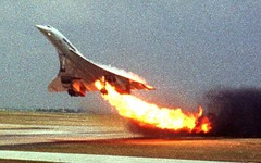 #Last picture of Air France Flight 4590, operated with the Concorde, on fire during take-off at Charles de Gaulle International Airport, taken by Toshihiko Sato in an aircraft on a nearby taxiway. 25/07/00 [850 x 531] #history #retro #vintage #dh #History (Histolines) Tags: histolines history timeline retro vinatage last picture air france flight 4590 operated with concorde fire during takeoff charles de gaulle international airport taken by toshihiko sato an aircraft nearby taxiway 250700 850 x 531 vintage dh historyporn httpifttt2gqdysq