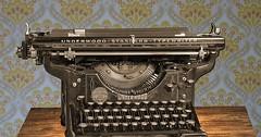 """Die Schreibmaschine. Die Schreibmaschinen. Eine sehr alte mechanische Schreibmaschine. • <a style=""""font-size:0.8em;"""" href=""""http://www.flickr.com/photos/42554185@N00/30787328292/"""" target=""""_blank"""">View on Flickr</a>"""