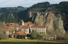 La Haute Loire: le site d'ARLEMPDES. (jmsatto) Tags: village chateau chapelle hauteloire arlempdes pitonrocheux