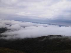 Morro do Anhangava! (Bruna cs) Tags: brazil sky cloud paraná brasil do hill peak pico nuvens barras quatro neblina morro escalada 4b anhangava a
