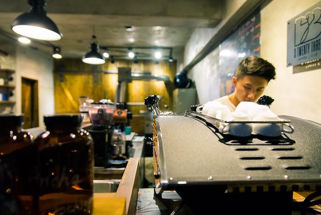台北 大直–新開幕~帥,年輕但只賣咖啡–D23 cafe