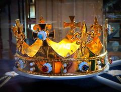 Richard's reburial crown (perseverando) Tags: cathedral leicester stmartin crown reburial perseverando