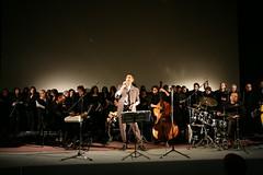 Il cantante Gianni Neri e l'orchestra di Falcioni