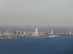 Milwaukee (ensign_beedrill) Tags: lakemichigan greatlakes milwaukeeartmuseum milwaukee milwaukeewisconsin airplanephotos milwaukeetrip2015