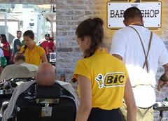 En la barbería (juantiagues) Tags: vuelta ciclismo barbería azafata juantiagues juanmejuto