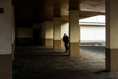 ~42~ (Julien.Rapallini) Tags: homme marche sac bag pilier rue street oyonnax ain france french fume smoke cigarettenregard ombre shade light lumire shadowwalking city urban urbain immeuble march