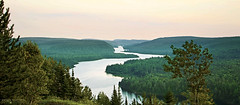Lac Wapizagonke - La Mauricie National Park ( Qubec, Canada) (Andrea Moscato) Tags: andreamoscato canada america qubec nature natura natural national np nationalpark paesaggio parco park landscape lago lake water acqua view vista vivid pine trees wood montagna mountain overlook green evening panorama