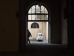 strade di Firenze (Georgie Pauwels) Tags: street streetphotography door firenze italy olympus candid moment car backyard