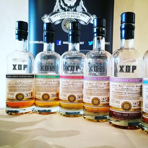 Mooie @dlaingwhisky XOP met o.a. 37 jarige Port Dundas, 30y Auchentoshan, 30y Berninnes, 25y Jura, 25y Macduff & 25y Laphroaig #whiskywithfriends #whisky #portdundas #laphroaig #jura #macduff #berninnes