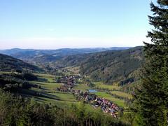 Oberprechtal im Schwarzwald (sigi-sunshine) Tags: fernsicht trekking hiking wandern outdoor elztal pfauen aussichtspunkt talblick valley tal mountains berge elzach prechtalerschanzeecklesberg dorf oberprechtal rissnacht unterprechtal eizach schwarzwald blackforest deutschland germany badenwrttemberg badenwuerttemberg