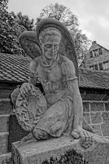 Grabmal auf Friedhof der Wehrkirche St. Georg in Kraftshof bei Nrnberg (ES9262) Tags: wehrkirche stgeorg grabmal kraftshof