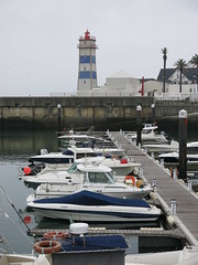 2016-10-21_Cascais_6197 (swissbert) Tags: cascais portugal boat harbour harbor ship boot schiff atlantik yacht segelyacht segelboot segel sails sailingboat leuchtturm lighttower hafen
