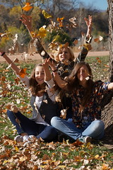 Emma, Auryn, and Tara 11.12.16 (Dullboy32) Tags: dullboy32 monumentvalleypark monument valley park fall coloradosprings colorado emma tara auryn emmaaurynandtara leaves throwing
