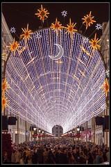 Calle Larios (Ral Mena) Tags: lluvia rain navidad paragas umbrella luces encendido larios christmas
