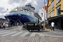 Villa22 ( Annieta ) Tags: annieta juli 2016 sony a6000 holiday vakantie vacances noorwegen norway norvge stavanger city stad cit allrightsreserved usingthispicturewithoutpermissionisillegal boat boot ship schip cruiseschip cruiseship haven harbour havre car auto bizar groot big klein little grand petit street straat rue restaurant villa22 bar trattoria