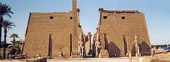 1999.10.006 LOUXOR - Le temple -  obélisque, pylônes et statues monumentales de Ramsès II (alainmichot93 (Bonjour à tous - Hello everyone)) Tags: sphinx temple 1999 luxor egypte amon ruines obélisque pharaon louxor pylône templedamon ramsèsii gouvernoratdeqena amenothepiii sphinxandrocéphale
