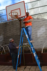 2015-12-03-Home Depot-Knickerbocker-fixing hoop-b (Services for the UnderServed) Tags: walter home painting back team great kerry giving depot fixing hayes volunteer job sus veterans generous knickerbocker susincnyc balduccini