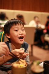 IMG_8753.jpg (小賴賴的相簿) Tags: family kids canon happy 50mm stm 台中 小孩 親子 陽光 chrild 福容飯店 5d2 老樹根 麗寶樂園 anlong77