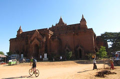 "Bagan: la pagode Pyathada Paya <a style=""margin-left:10px; font-size:0.8em;"" href=""http://www.flickr.com/photos/127723101@N04/23358627471/"" target=""_blank"">@flickr</a>"
